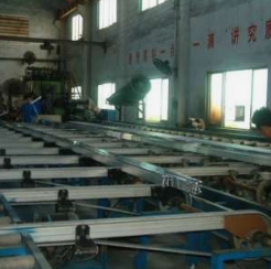 鋁型材擠壓.png